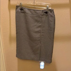 Great houndstooth skirt